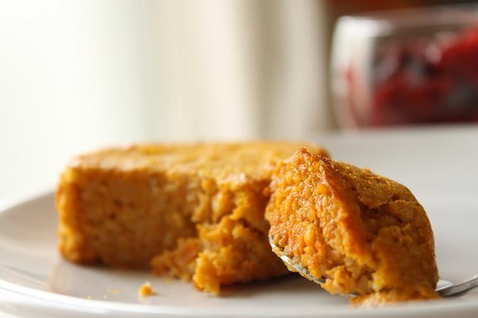 Gâteau de semoule à la carotte et à la cannelle
