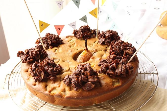Gâteau d'anniversaire aux poires et roses des sables au spéculoos