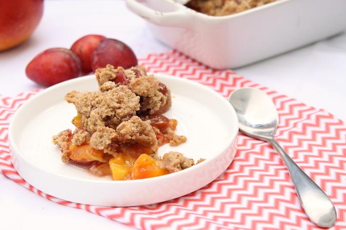 Crumble aux prunes et à la mangue