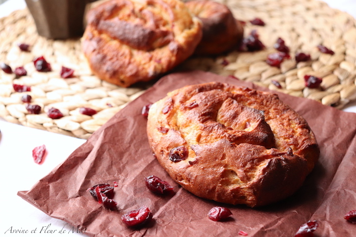Brioche au fromage blanc, cranberries et cardamome