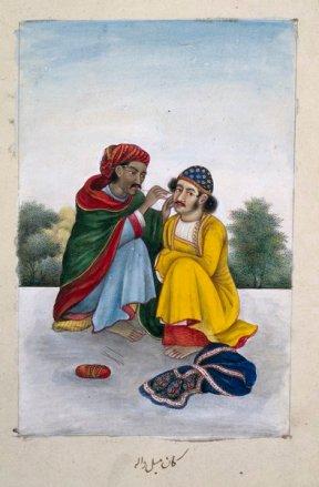Un homme nettoyant à son ami l'oreille bouchée