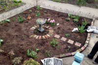 Putting Mulch Down in the Front Yard - avoision.com ...