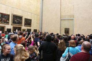 Muitas monas para ver a verdadeira Mona (Lisa)