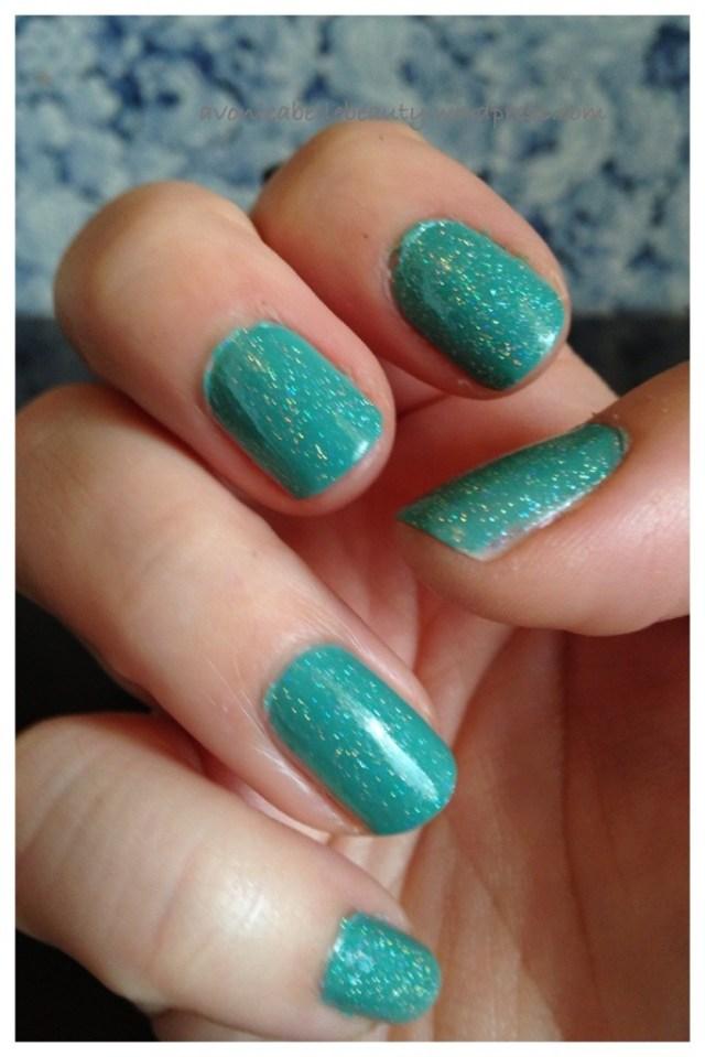 nail of day seafoam green