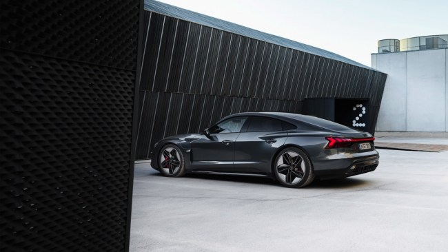 Audi официально представила электроседан e-tron GT 1
