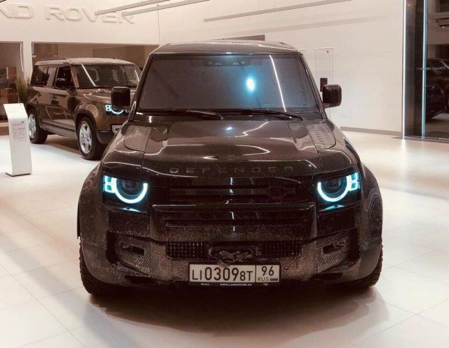 В Украину привезли настоящий автомобиль Джеймса Бонда 1