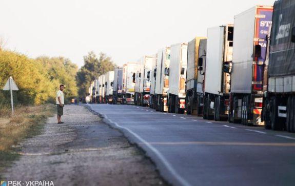 На украинской границе застряли сотни автомобилей 1