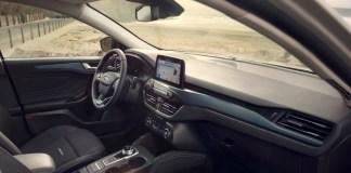 Ford решил бороться с «запахом нового автомобиля»