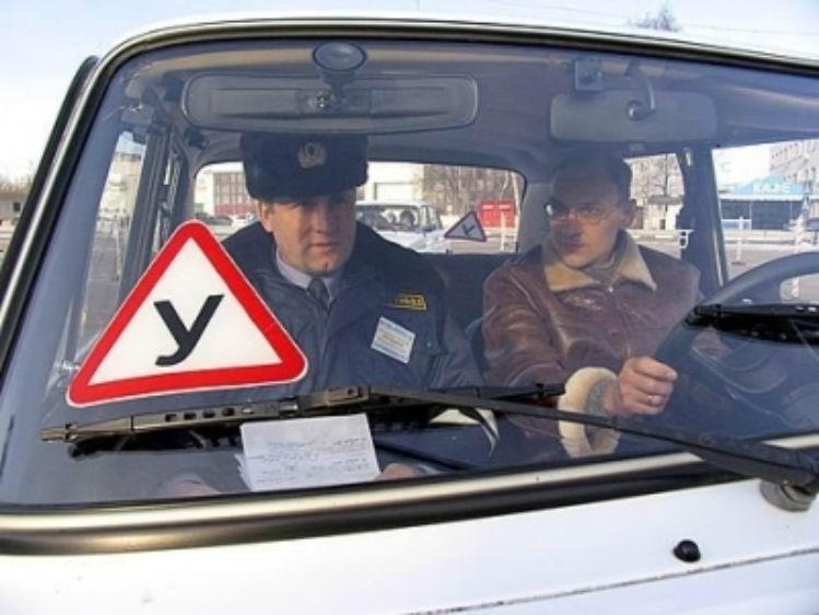 Обучение вождению - кто имеет право этим заниматься?