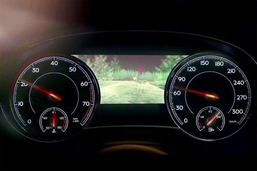 Фото Bentley Bentayga - вид на панель приборов.