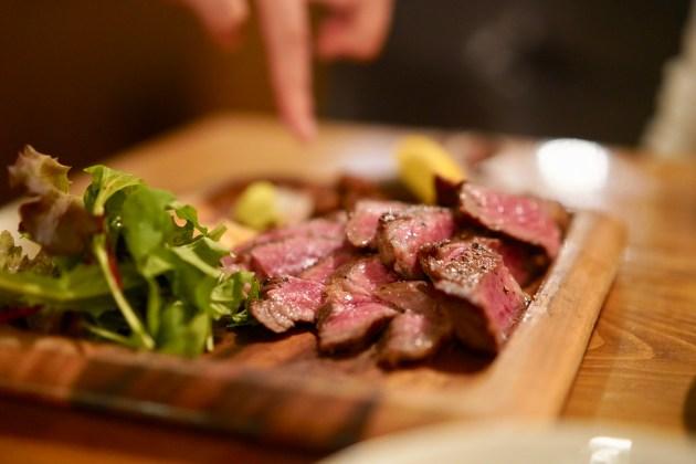 北千住 普段使いに最適「がぶ飲みワインと肉 千住MEAT」