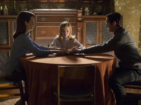 Elizabeth Reaser, Lulu Wilson and Henry Thomas in Ouija: Origin of Evil