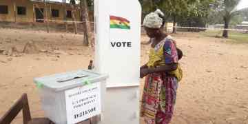 A woman casting her ballot during the 27th December, referendum.