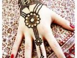 short mehndi design