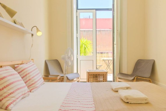 Ambiente Hostel: A Beautiful Home In Lisbon
