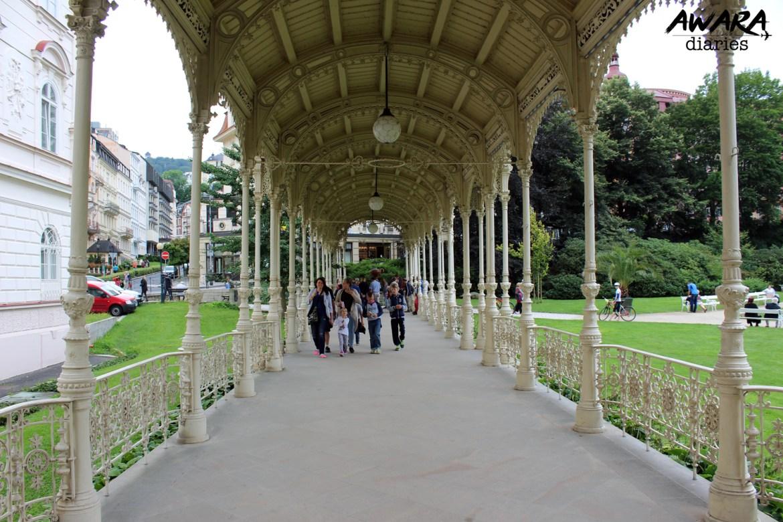 Vridelni Colonnade