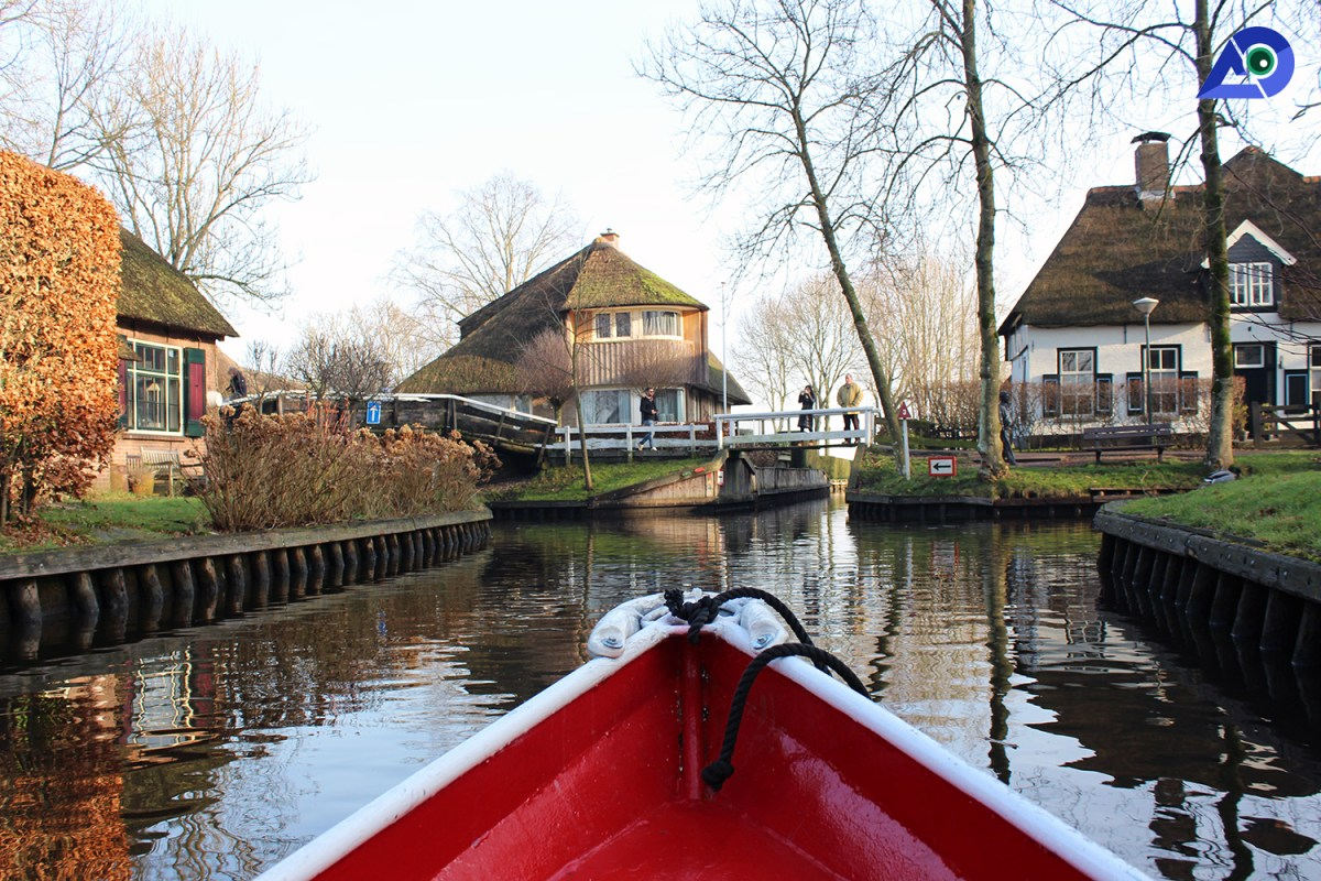 Rent a boat Giethoorn