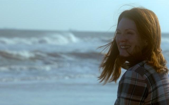still-alice-julianne-moore-beach-2