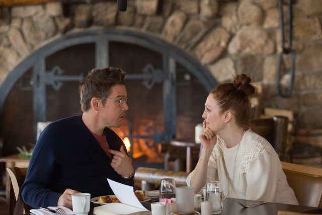 Ethan Hawke and Julianne Moore in 'Maggie's Plan'