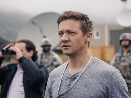 arrival-jeremy-renner-first-look