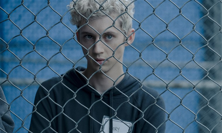 181102-boy-erased-troye-sivan-ew-1033a_62f3e93122479cd929036ccff518c4e1.fit-760w