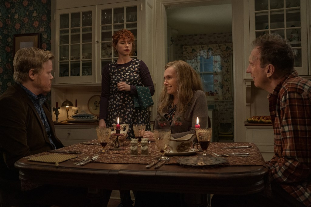 Im Thinking Of Ending Things. Jesse Plemons as Jake, Jessie Buckley as Young Woman, Toni Collette as Mother, David Thewlis as Father in Im Thinking Of Ending Things. Cr. Mary Cybulski/NETFLIX © 2020