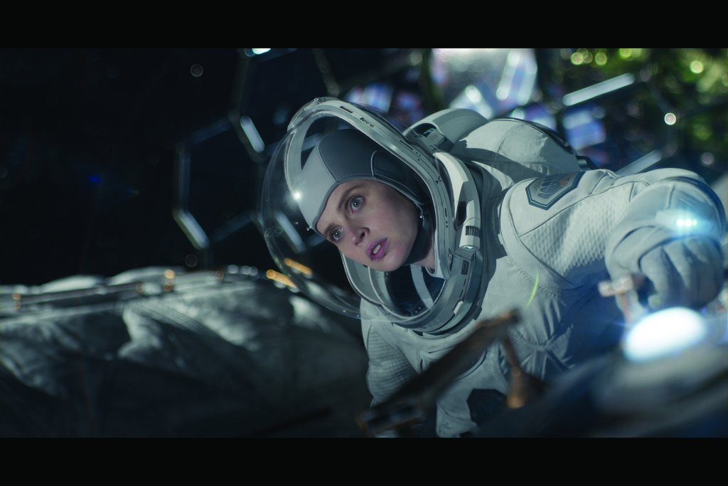 THE MIDNIGHT SKY (2020) Felicity Jones as Sully. Cr. NETFLIX