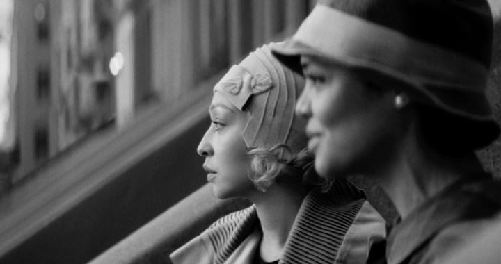PASSING - (L-R) RUTH NEGGA as CLARE and TESSA THOMPSON as IRENE. Cr: Netflix ©2021