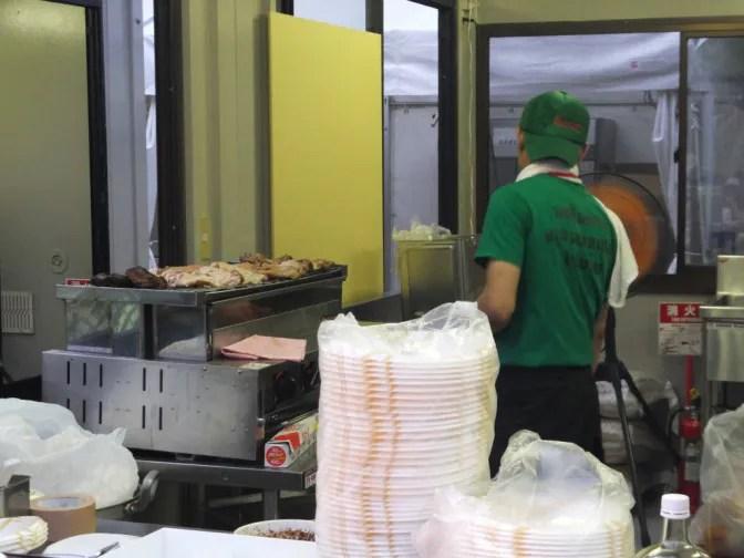 厨房は忙しい人と暇な人がいた