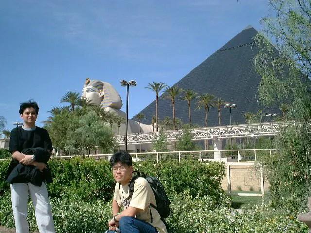 ピラミッド型ホテル、ルクソール