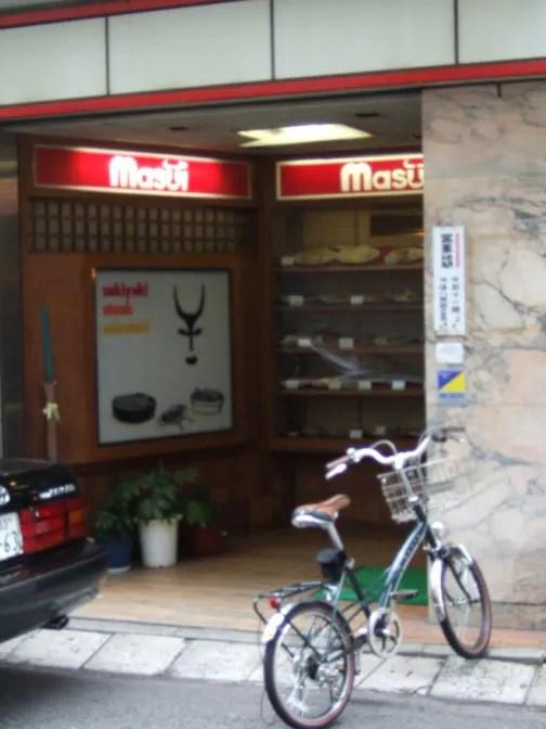 自転車が店頭に置いてある