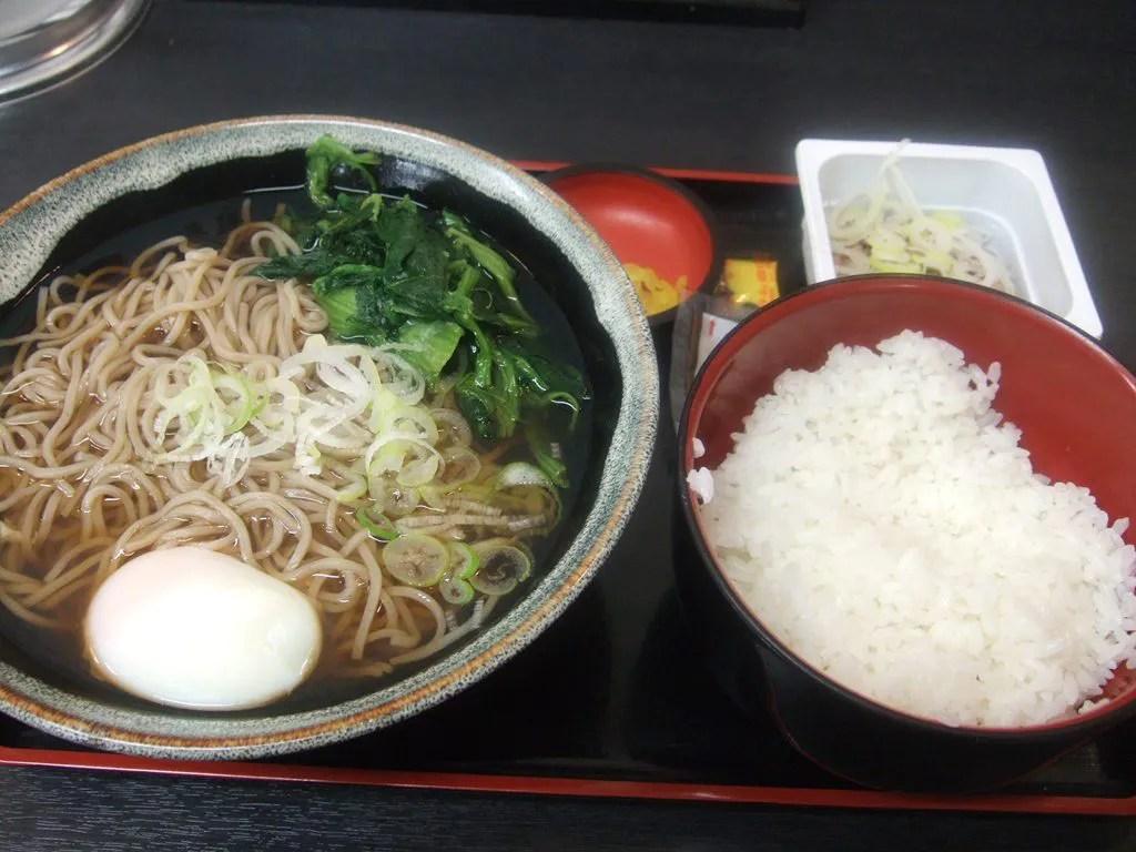温玉ほうれん草納豆めしセット大盛り・蕎麦