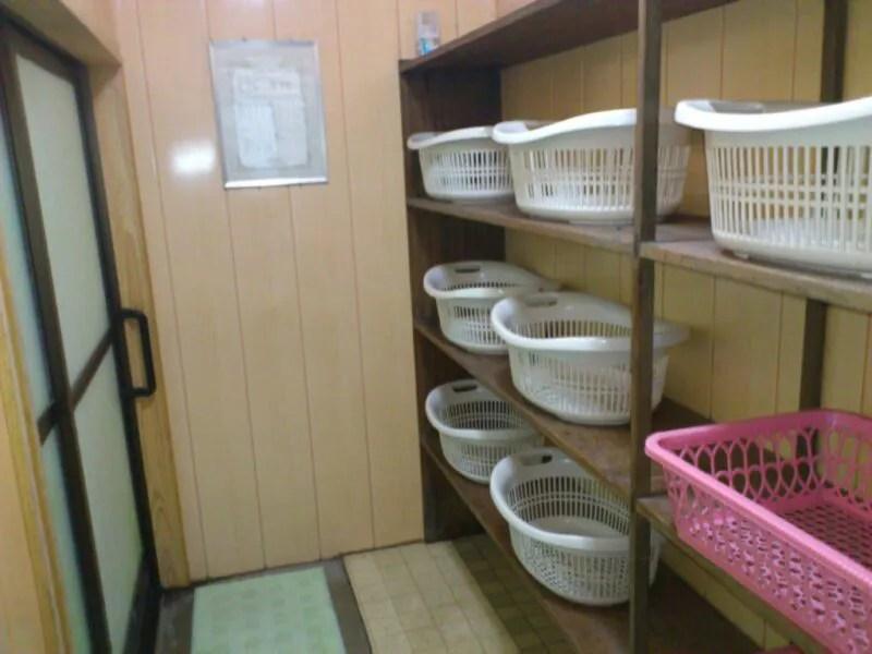 共同浴場の脱衣場