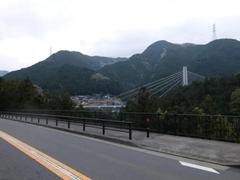 大きな橋が見える