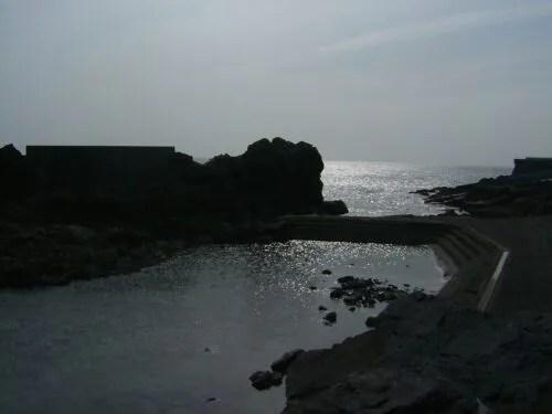 海へのアプローチポイントは波が穏やか