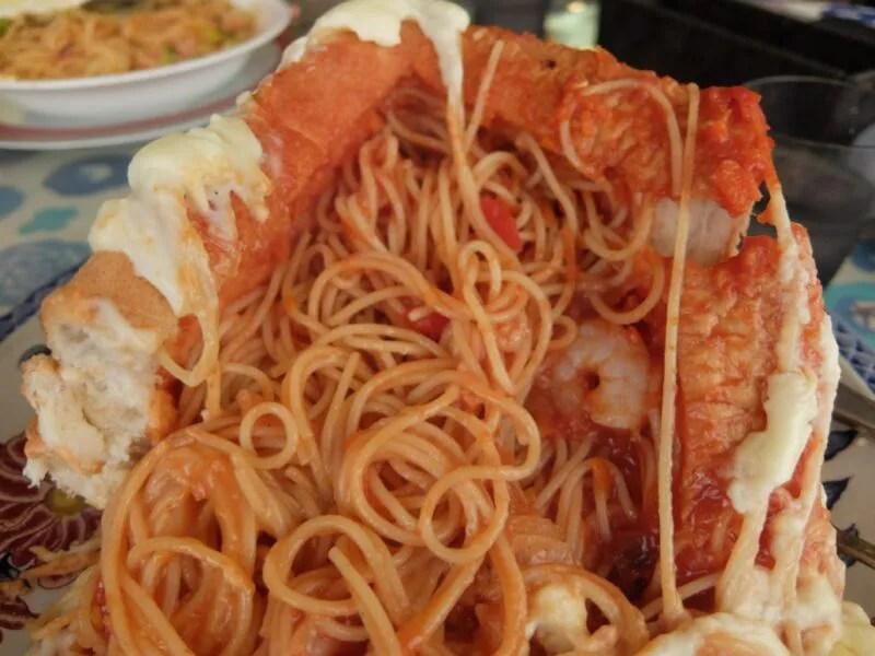 溢れるスパゲティ