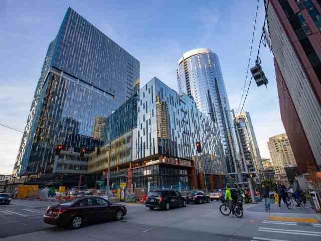 Amazon construit un refuge pour sans-abri à l'intérieur de son siège social à Seattle – voici un aperçu de l'intérieur