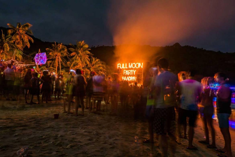 full moon - Reasons why I love thailand