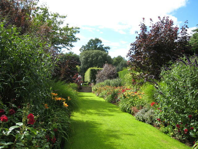 on garden rooms: a talk with hidcote\'s manager - A Way To Garden
