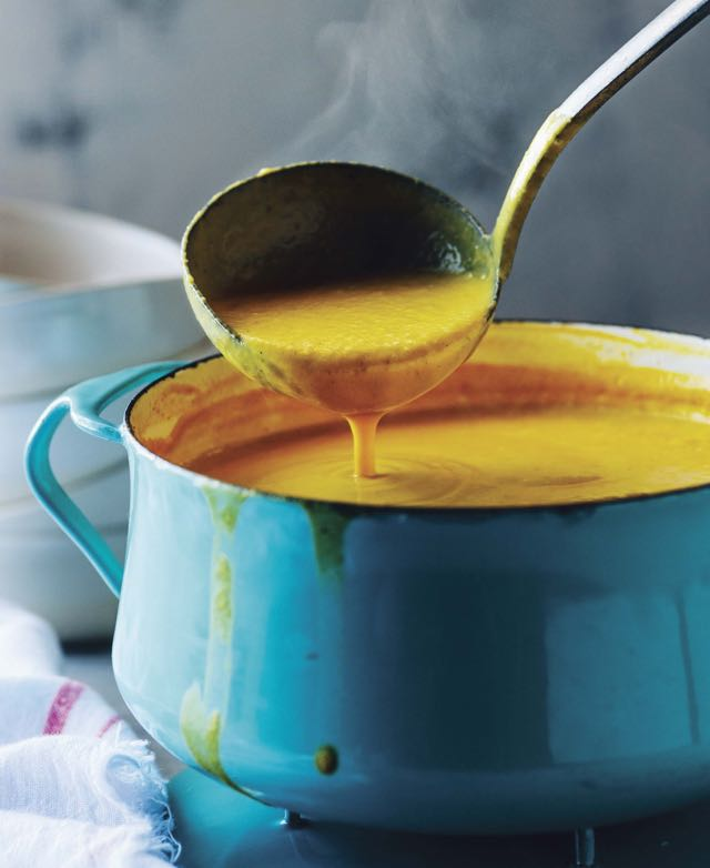 coconut-cauliflower-soup-with-ginger-and-tumeric