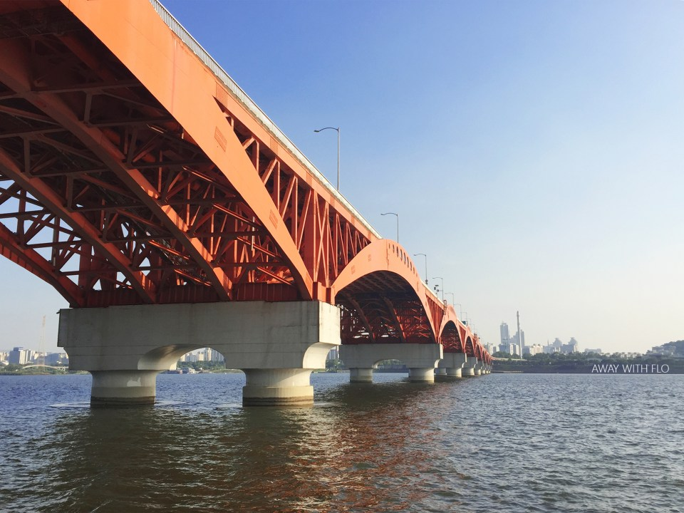 Crossing the Han River on foot