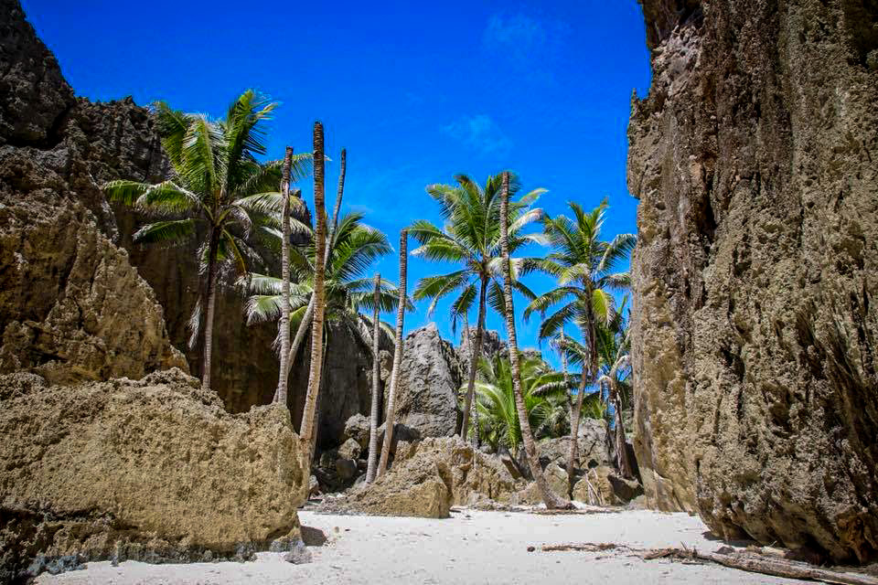 The most popular highlights of Niue, the inland beach of Togo Chasm.