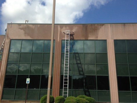 pressure washing cleaning unreachable spaces