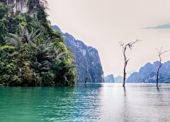 Озеро Чео Лан в парке Кхао Сок