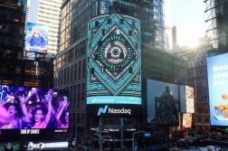 Полотна Покраса Лампаса появились на одном из самых больших экранов Таймс-Сквер в Нью-Йорке.