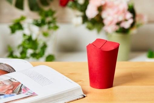 Unocup — складной одноразовый стаканчик для кофе без пластиковой крышки
