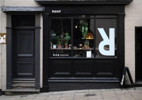 Логотип и стиль кофейни Rabbit Coffee