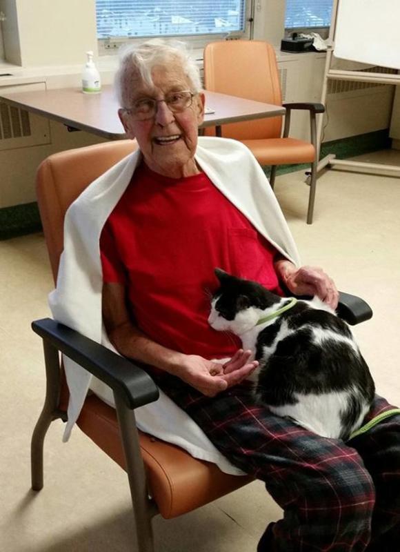 hospital-pets-allowed-animal-therapy-zacharys-paws-for-healing-juravinski-2
