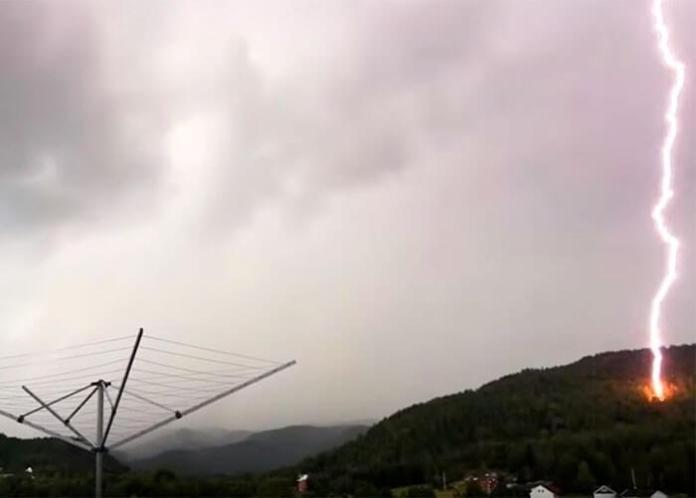 Homem filma tempestade (1)