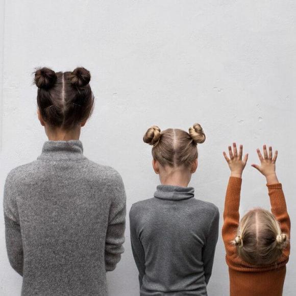 Mãe e filhas em fotos divertidas (21)